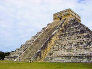 El Castillo - Chichen Itza - amazingtemples.com
