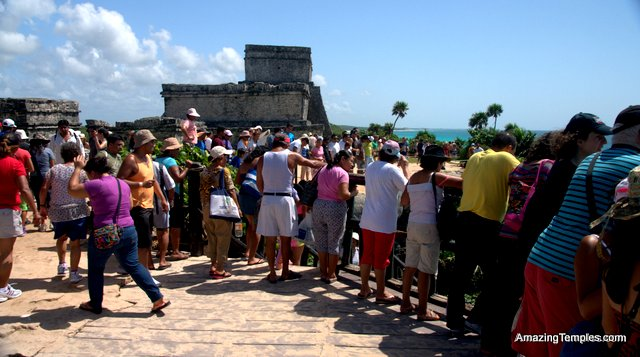 To late ! Tourists in front of the Castillo in Tulum - México