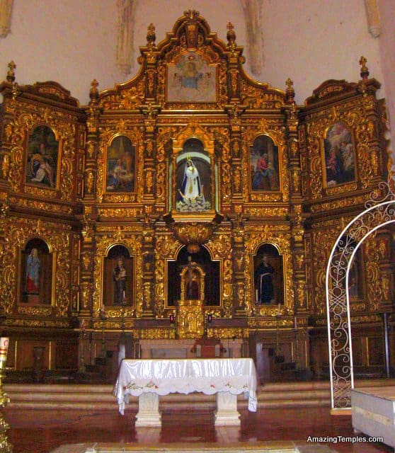 Izamal - the altar in the church of the Franciscan monastery - Yucatan Peninsula