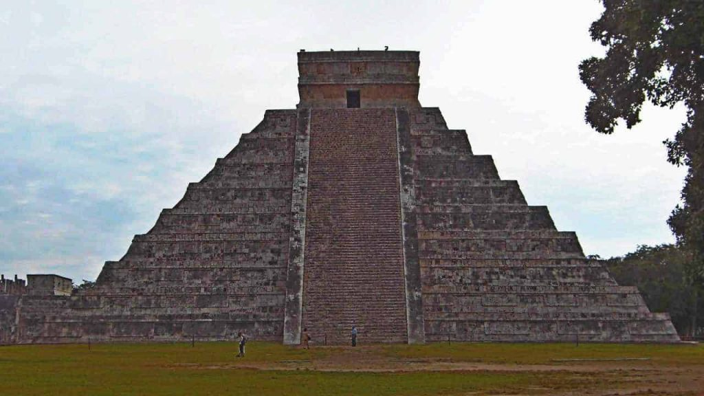 El Castillo - Chichen Itza - Featured