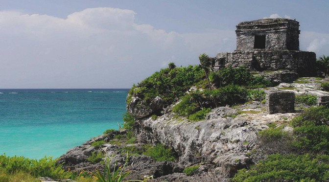 Tulum – Mexico – Turquoise colored Sea and Temple Ruins