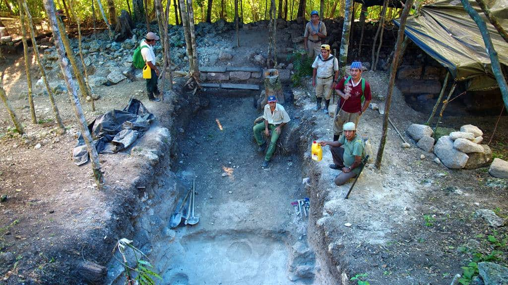 Archäologen und Arbeiter auf El Tigre in El Mirador