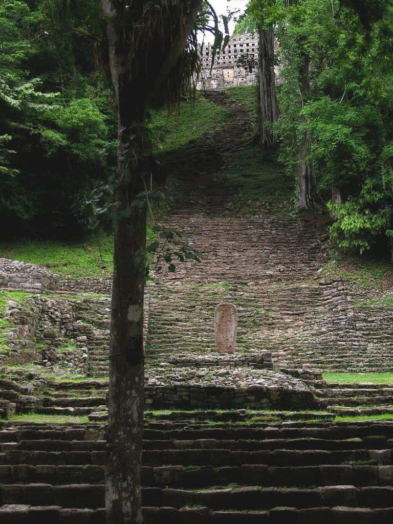 Aufgang zu Tempel 33 in Yaxchilan