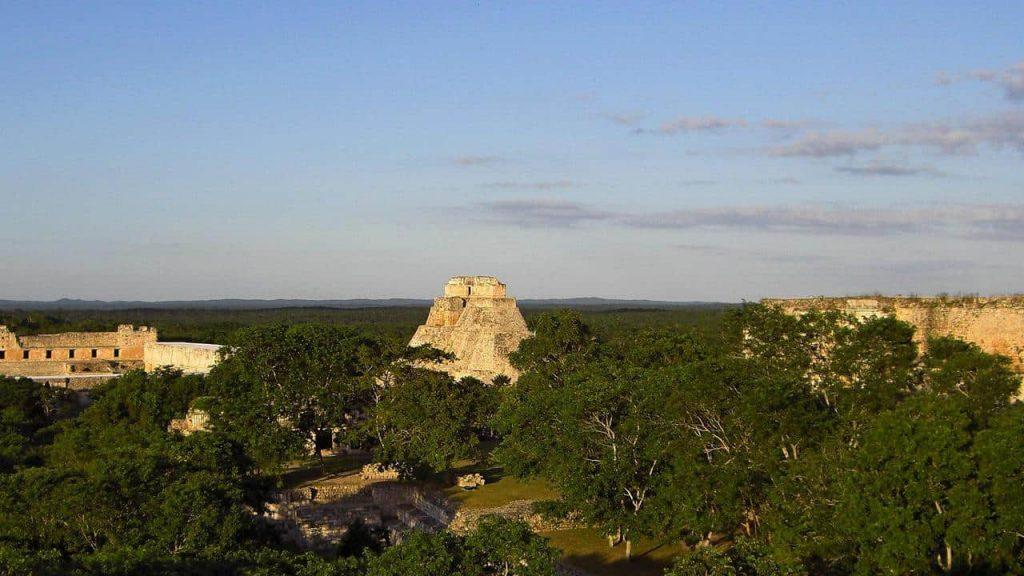 Blick von der großenPyramide über Uxmal