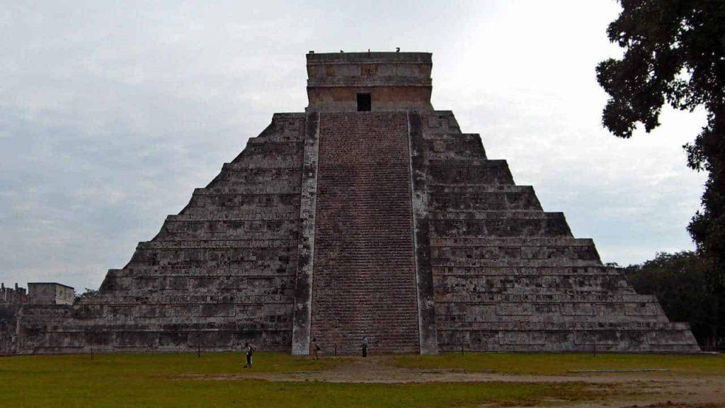 Die Kukulkanpyramide - El Castillo in Chichen Itza
