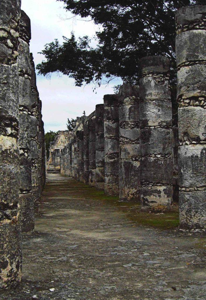 Die Gruppe der tausend Säulen