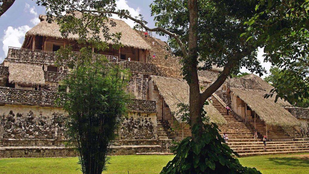 Die große Akropolis in Ek Balam