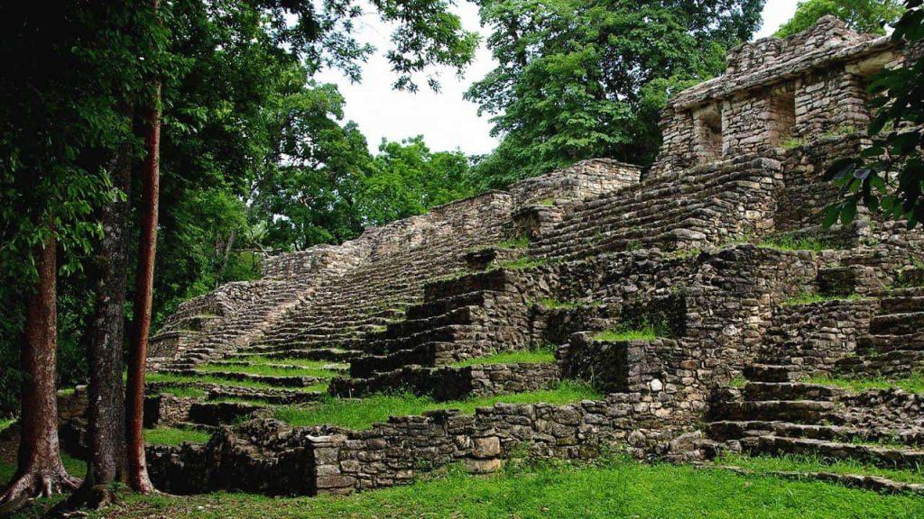 Die kleine Akropolis in Yaxchilan