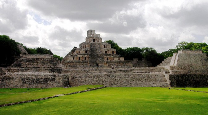 Edzna – Campeche – Pyramid with Living-Rooms