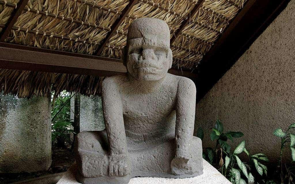 Skulptur der Olmeken im La Venta Park Museum in Villahermosa - 3