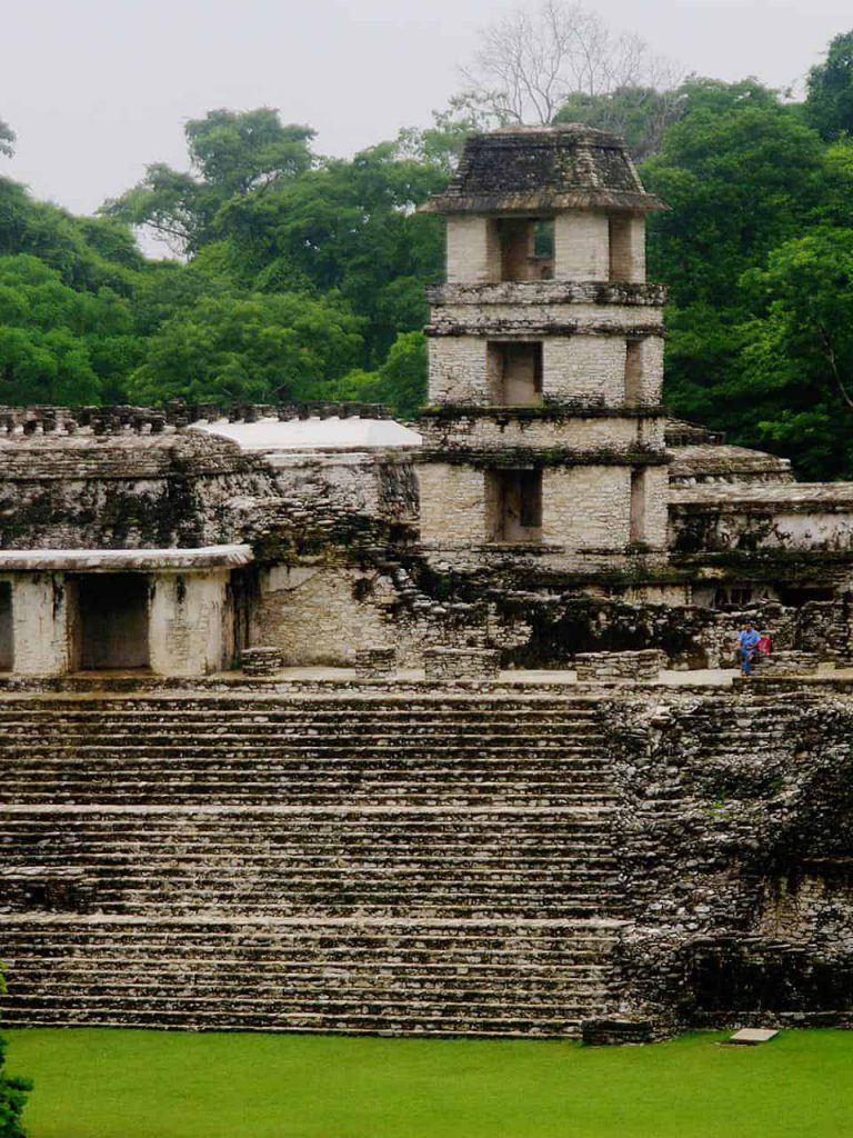 Palast mit Beobachtungsturm in Palenque