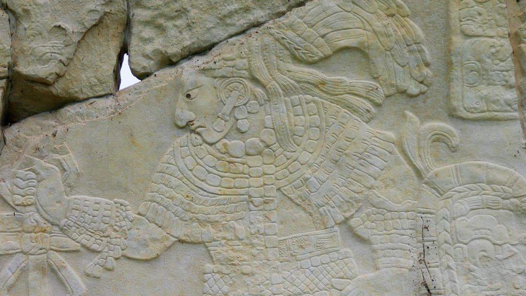 Relief auf Stele in Bonampak in Chiapas, Mexiko