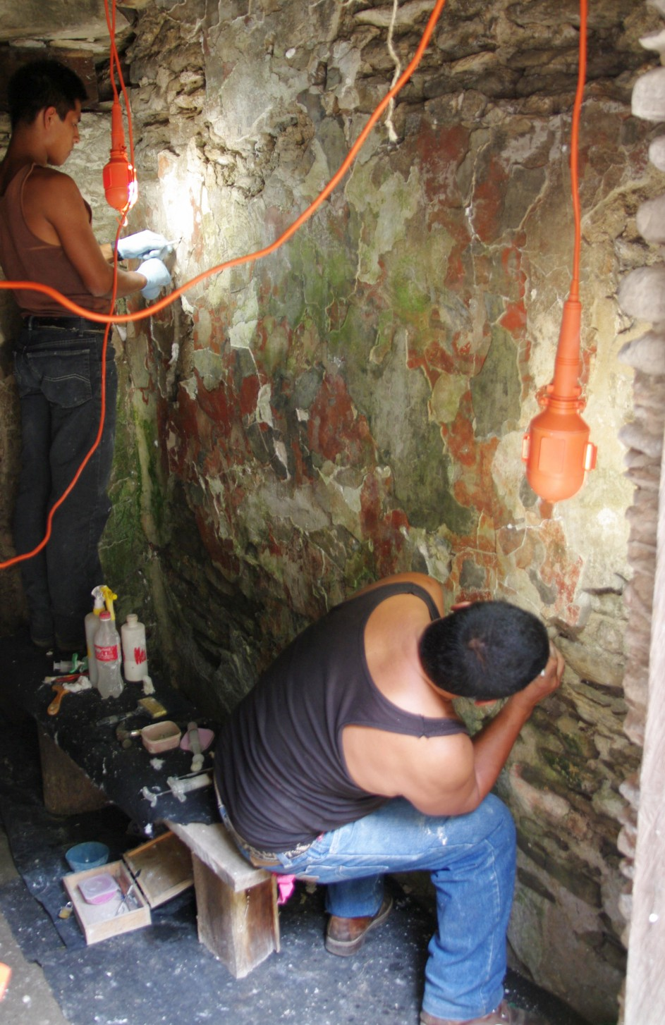 Restoration work of a wall painting in Tonina - Chiapas